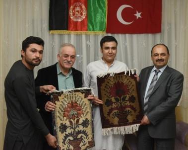 Rektör Aydın'dan Afgan ve Doğu Türkistanlı öğrencilere ev ziyareti