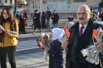 KIRMIZI GÜL - Suriyeliler, Zeytin Dalı Harekatı İçin Gül Dağıtarak Teşekkür Etti