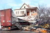 Yozgat'ta Portakal Yüklü Tır Binaya Girdi Açıklaması 1 Yaralı