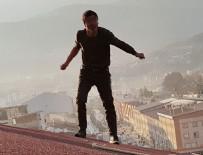 İNTİHAR GİRİŞİMİ - 8 katlı binanın çatısına çıkarak intihara kalkıştı