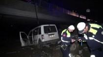 Erzincan'da Köprüden Düşen Otomobilin Sürücüsü Yaralandı