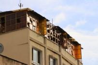 BOMBA İMHA UZMANLARI - Kilis'e Düşen Roketin Parçaları Emniyete Götürüldü