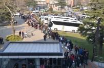 HAFTA SONU TATİLİ - Uludağ'a Çıkmak İçin 2 Bin Kişi Teleferikte Kuyruğa Girdi