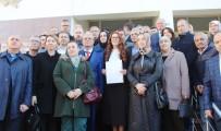ADLİYE BİNASI - AK Parti'nin Tek Kadın İl Başkanı Mazbatasını Aldı