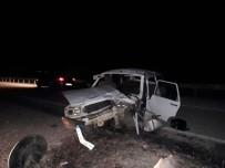 MUSTAFA ÖZDEMIR - Karacasu'da Trafik Kazası; 1'İ Ağır 4 Yaralı
