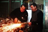DEMIRCILIK - Vanlı Kardeşler 40 Yıldır Baba Mesleğini Sürdürüyor