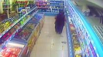 HIRSIZLIK ZANLISI - Marketten Sucuk Ve Kaşar Hırsızlığı Güvenlik Kamerasında