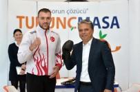 BOKS ELDİVENİ - Şampiyondan Başkan Uysal'a Ziyaret