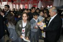 FERHAT SINANOĞLU - Suruç'ta Öğrencilere Konu Anlatımlı Kitap Dağıtıldı
