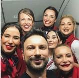 TARKAN TEVETOĞLU - Tarkan'a uçakta yolculardan ve hosteslerden yoğun ilgi