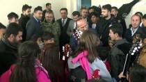Yüksekova'da 100 Öğrenciye Kıyafet Ve Ayakkabı Yardımı
