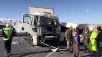BAYHAN - GÜNCELLEME - Van'da Minibüsle Tır Çarpıştı Açıklaması 8 Ölü, 2 Yaralı
