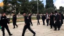 HAREM-İ ŞERİF - İsrailli Aşırı Sağcı Milletvekili Mescid-İ Aksa'ya Girdi