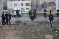 BOMBA İMHA UZMANLARI - Kilis'te Boş Araziye Roket Düştü