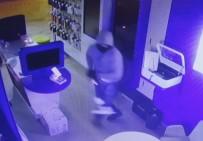 KALDIRIM TAŞI - Maskeli 4 Soyguncunun 30 Saniyede Yaptığı Hırsızlık Kamerada