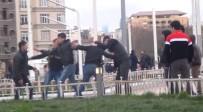 GRUP GENÇ - (Özel) Taksim Meydanında Tekme Ve Tokatlı Kavga Kamerada