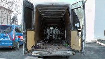 15 Kişilik Minibüste 59 Kaçak Göçmen Yakalandı