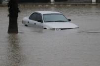 AŞIRI YAĞIŞ - Araçlar Suya Gömüldü