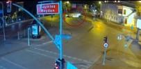 MOBESE KAMERASI - Beşiktaş Meydanı'ndaki Feci Kaza Kamerada