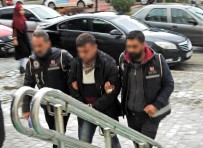İNSAN KAÇAKÇISI - Çeşme'de İki İnsan Kaçakçılığı Şüphelisi 31 Göçmenle Yakalandı