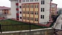 ELEKTRİK KESİNTİSİ - Çiftlikköy'de Okul Bahçesinde Heyelan