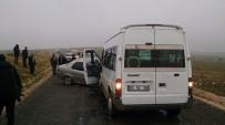 Diyarbakır'da Öğrenci Servisi İle Otomobil Çarpıştı Açıklaması 16 Yaralı