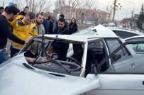 YARALI KADIN - Kaza Yapan Araçtaki Alkol Kutuları Dikkat Çekti