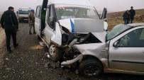 Öğrenci Servisi İle Otomobil Çarpıştı Açıklaması 16 Yaralı