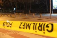 BOMBA İMHA UZMANI - Polis Merkezinin Yakınına Bırakılan Şüpheli Paket Fünye İle Patlatıldı