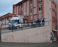 SERVİS OTOBÜSÜ - Servis Otobüsü İle Çekici Çarpıştı Açıklaması 9 Yaralı