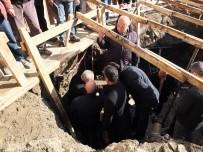 HITIT ÜNIVERSITESI - Tarihi Yapı Mezar Odası Çıktı