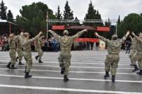 MUSTAFA HAKAN GÜVENÇER - Acemi Askerlerden Kışlada Harmandalı Performansı