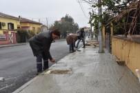 KALDIRIMLAR - Alaşehir'de Kaldırımlar Ve Yollar Yenileniyor