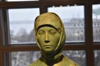 GAMALı HAÇ - Almanya'da Skandal! Başörtülü Çıplak Kadın Heykeli Yeniden Ortaya Çıktı