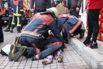 İTFAİYE ERİ - Anne Ve 3 Çocuğu Alevler Arasında Mahsur Kaldı