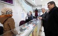TÜRK DÜNYASI - Başkan Karaosmanoğlu, İzmit Esnafını Ziyaret Etti