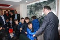 MURAT ŞENER - Beytüşşebap'ta Bayrağa Sahip Çıkan Çocuklar Ödüllendirildi