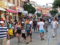 YERLİ TURİST - Çeşme Turizmi 2017'De Yüzleri Güldürdü