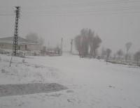 SU SIKINTISI - Gürün'de Yüksek Kesimlere Kar Yağdı