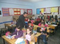 UYGARLıK - İş Adamı Akcan'dan Öğrencilere Kırtasiye Yardımı