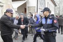 Kahramanmaraş Polisi Cuma Namazı Çıkışı Broşür Dağıttı