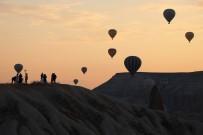 Kapadokya'da Balon Turları Yine İptal Edildi