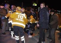 Kazada Yaralanan Sağlık Görevlileri Diğer Yaralının Yardımına Koştu