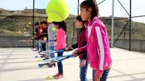 ŞEHİT BİNBAŞI - Liceli Köy Çocukları Tenis Oynuyor