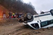 ABDULLAH YıLMAZ - Madencileri Taşıyan Minibüs Şarampole Yuvarlandı Açıklaması 23 Yaralı