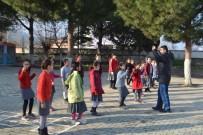 İSMAIL YAVUZ - Salihli'de Öğrencilere Uygulamalı Spor Eğitimi