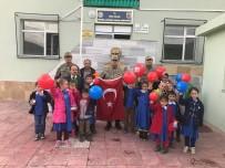 Tokat'ta Köy Okulu Öğrencileri Jandarmayı Ziyaret Etti