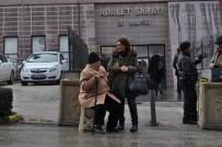 ADALET SARAYI - Trafik Polisinden Alkışlanacak Hareket