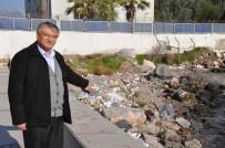 ÇÖP KUTUSU - İzmir'deki Sahil Kirliliği Vatandaşı İsyan Ettirdi