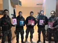 TEBRİK KARTI - Minikler Terörle Mücadele Eden Polislere Yılbaşı Tebrik Kartı Gönderdi